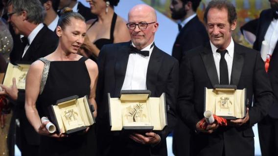 Emmanuelle Bercot, Jacques Audiard et Vincent Lindon recevant leurs prix respectifs lors de la cérémonie de clôture du 68ème festival de Cannes