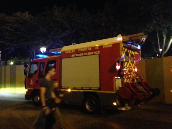 Les pompiers sont intervenus peu avant 22 heures et stationnent à l'extérieur du ciné, sortie Porte du Jour du Forum des Halles