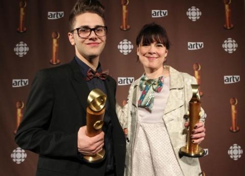 """Xavier Dolan et Anne Dorval recevant un Jutra pour """"J'ai tué ma mère"""" en 2010"""