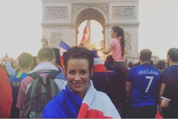 L-actrice-canadienne-Evangeline-Lilly-a-celebre-la-victoire-des-Bleus-sur-les-Champs-Elysees
